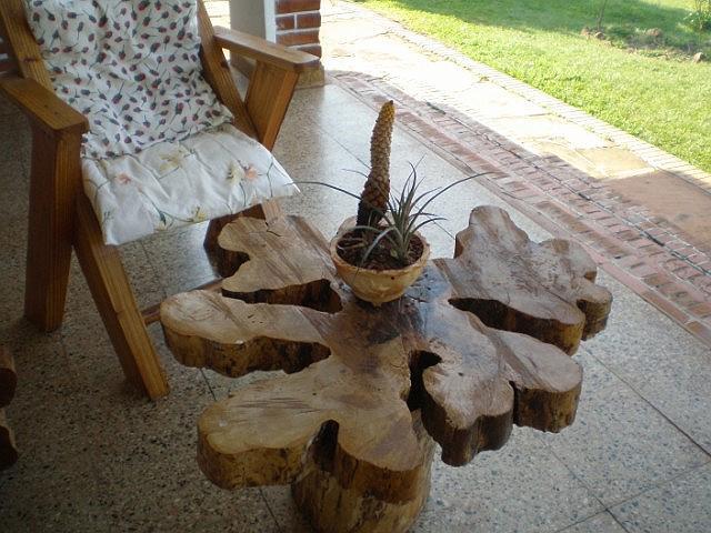 mesa y centro de flor de piedra.JPG